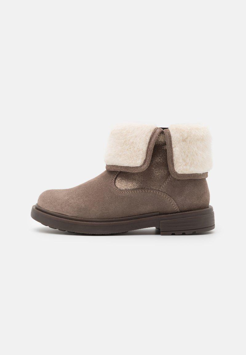 Geox - ECLAIR GIRL - Kotníkové boty - smoke grey