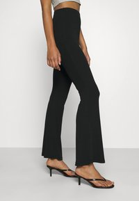 Missguided - FLARE TROUSERS 2 PACK - Kalhoty - black/ dark grey - 5