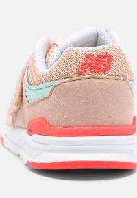 New Balance - IZ997HSG - Sneakers - pink - 6