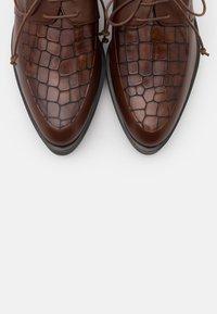 Brenda Zaro - AMANDA - Šněrovací boty - cognac - 5