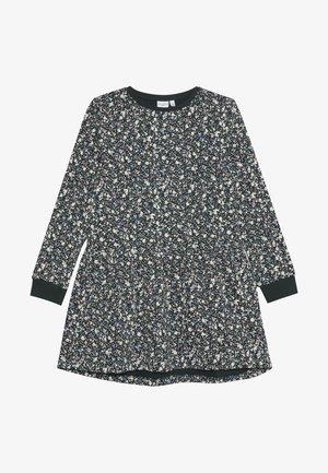 NKFVERA DRESS - Denní šaty - green gables