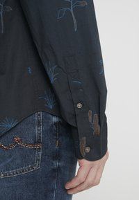 PS Paul Smith - MENS TAILORED FIT SHIRT - Košile - navy - 4