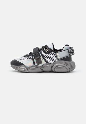 Sneakers laag - fantasy color/mix olografico/nero