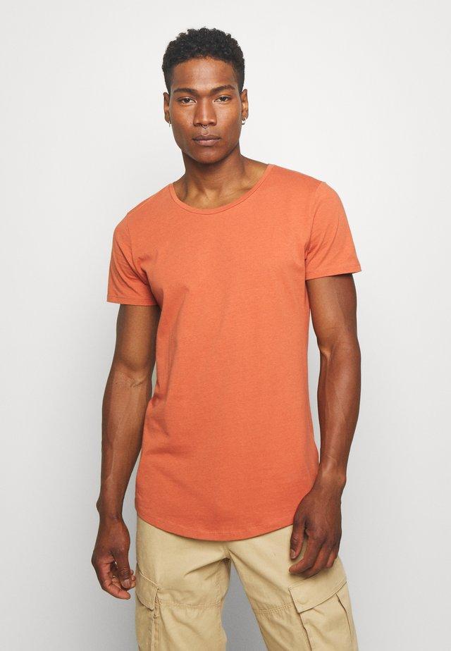 SHAPED TEE - T-shirts - burnt ocra