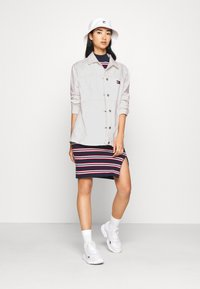 Tommy Jeans - WORKWEAR - Short coat - work white rigid - 1