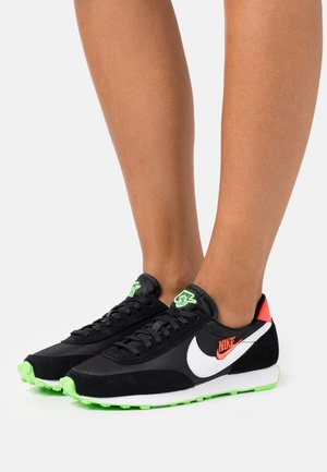 DAYBREAK - Trainers - black/white/green strike/flash crimson