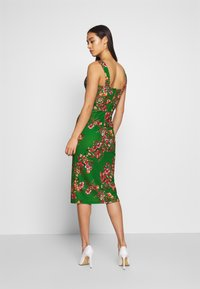 WAL G. - V NECK MIDI DRESS WITH CUPS - Cocktail dress / Party dress - green - 2