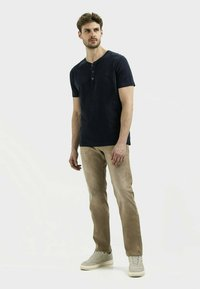 camel active - MIT STRETCH - Straight leg jeans - wood - 1