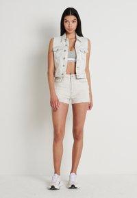 Calvin Klein Jeans - ARCHIVE VEST - Smanicato - bleach grey - 1