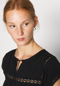 Dorothy Perkins - VICTORIANA - Print T-shirt - black - 3