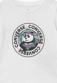 Converse - PANDAMONIUM TEE - Print T-shirt - white - 3
