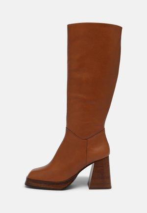 Vysoká obuv - cuero