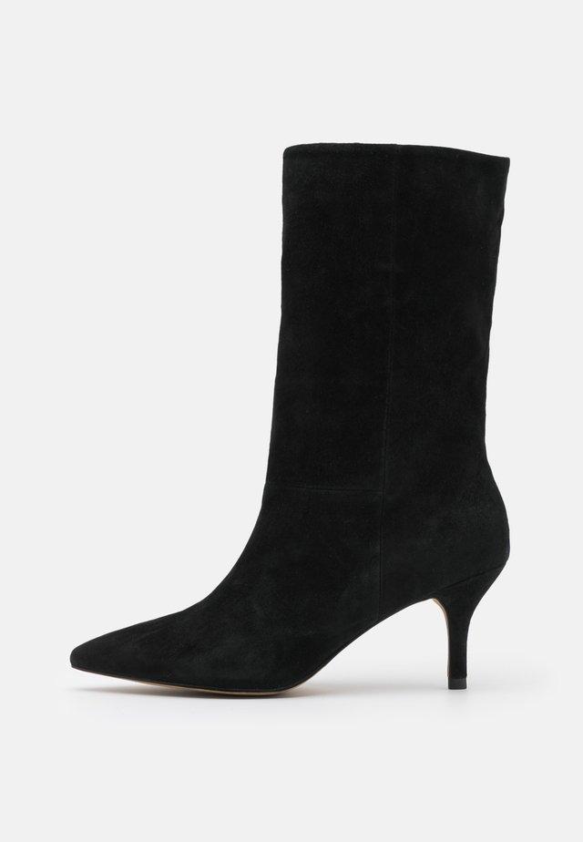 BERGIT PULL - Høje støvler/ Støvler - black