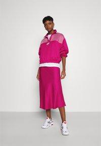 Nike Sportswear - AIR - Sudadera - fireberry/white - 1