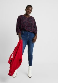 Missguided Plus - SINNER HIGH WAISTED SEAM DETAIL - Jeans Skinny Fit - blue - 1