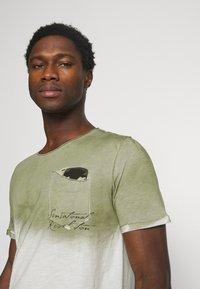 Key Largo - PROJECT ROUND - T-shirt print - khaki - 3
