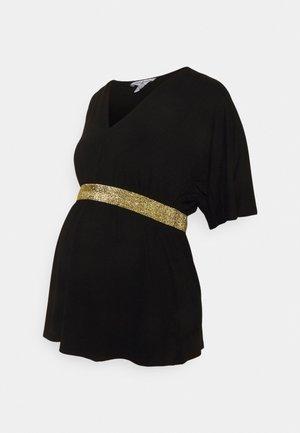 FELICIEOR - T-shirt con stampa - black