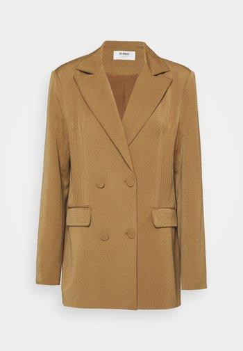 PRICKETT - Short coat - camel