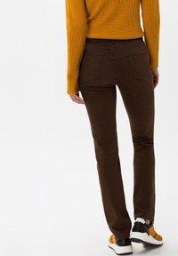 BRAX - STYLE CAROLA - Straight leg jeans - brown - 2