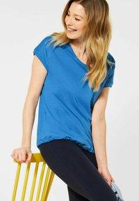 Cecil - MIT SMOK-DETAILS - Basic T-shirt - blau - 1