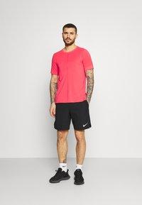 Nike Performance - Basic T-shirt - fusion red - 1