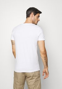 TOM TAILOR DENIM - T-shirt imprimé - white - 2