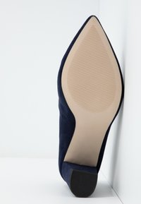 Dorothy Perkins Wide Fit - WIDE FIT DAKOTA CLOSED COURT - Classic heels - navy - 6