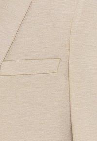 Isaac Dewhirst - SHORT SUIT - Puku - beige - 11
