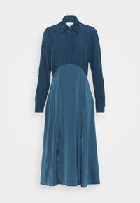 Victoria Victoria Beckham - BUTTON FRONT MIDI DRESS - Abito a camicia - blue slate - 7