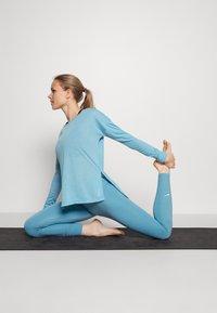 Nike Performance - DRY LAYER  - Sportshirt - cerulean heather/glacier blue/armory blue - 1
