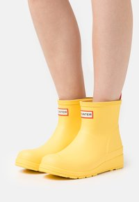 Hunter ORIGINAL - PLAY BOOT SHORT VEGAN - Holínky - primrose - 0