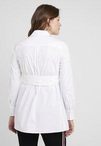 IVY & OAK Maternity - MATERNITY FLARED - Camicia - bright white - 2