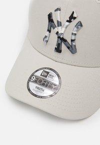 New Era - INFILL CAMO NEW YORK YANKEES UNISEX - Caps - white - 3
