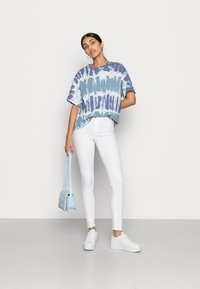 ONLY - ONLBLUSH RAW - Jeans Skinny Fit - white - 2
