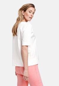 Gerry Weber - Print T-shirt - off-white - 1