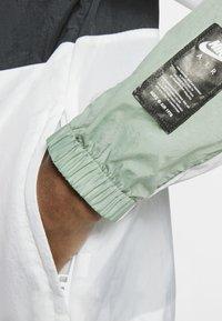Nike Sportswear - NSW NIKE AIR  - Outdoor jacket - silver pine/black/white - 6