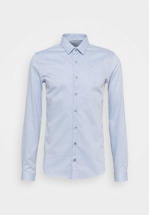 NATURAL STRETCH EXTRA SLIM SHIRT - Zakelijk overhemd - light blue