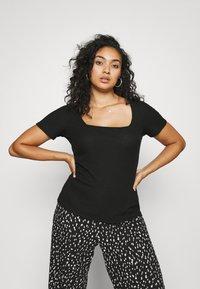 Even&Odd Curvy - T-shirts med print - black - 3