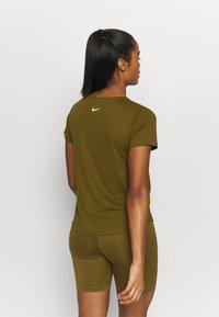 Nike Performance - RUN - Print T-shirt - olive flak/reflective silv/white - 2