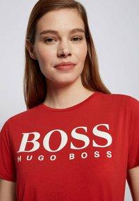BOSS - ELOGO - Print T-shirt - red - 3