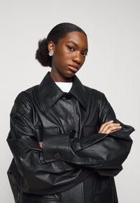 MM6 Maison Margiela - Short coat - black - 3