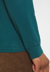 WAWWA - LEAF LOGO LONGSLEEVE UNISEX - Long sleeved top - jungle green - 4