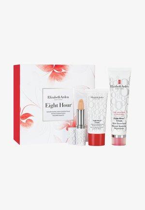 EIGHT HOUR ORIGINAL SET - Kit skincare - -