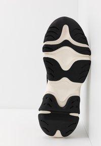 Pregis - KAYO - Sneaker low - black/white - 4
