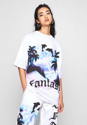 OVERSIZED FANTASY HEART SCENE - Print T-shirt - multi