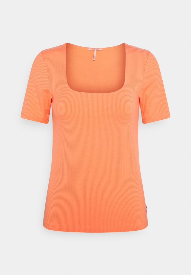 FITTED SQUARE NECK TEE - Jednoduché triko - salmon