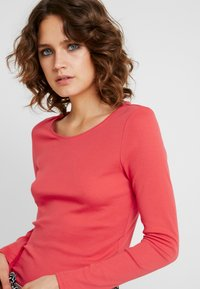 s.Oliver - LANGARM - Langærmede T-shirts - coral - 4