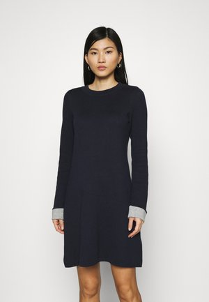 CORE DRESS - Strikket kjole - navy