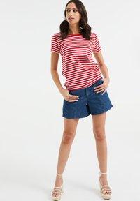 WE Fashion - Print T-shirt - bright red - 1