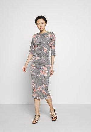 THIGH DRESS - Sukienka z dżerseju - multi